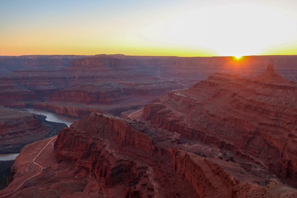 sunset over deadhorse point state park